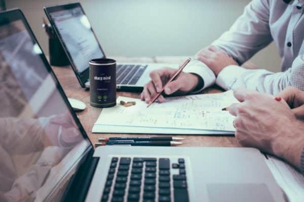 Geconcentreerd op het werk door focuspillen